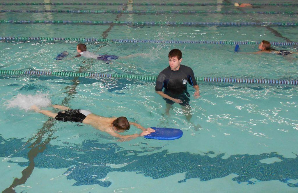 dạy con học bơi