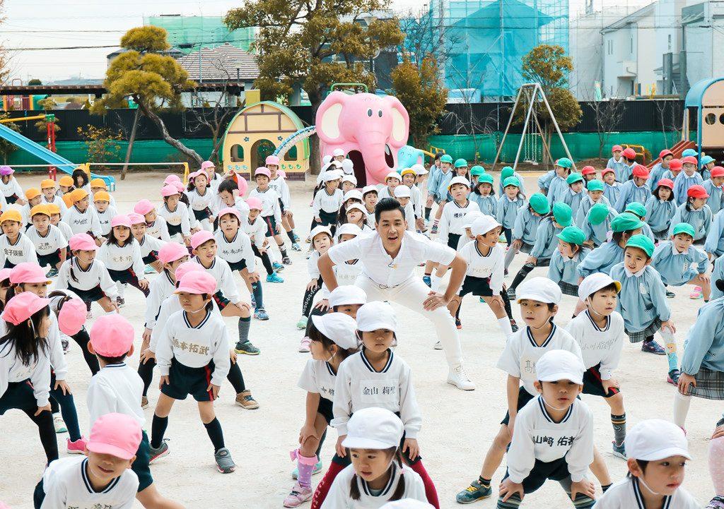 khuyến khích trẻ tập thể dục thể thao