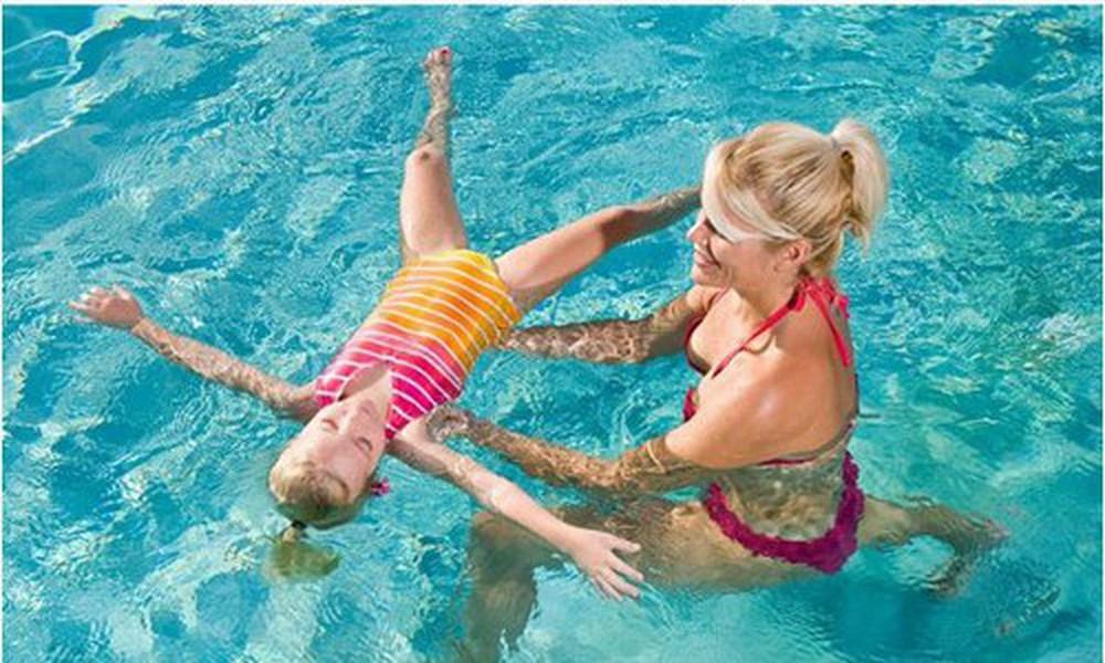 lợi ích khi cho con học bơi