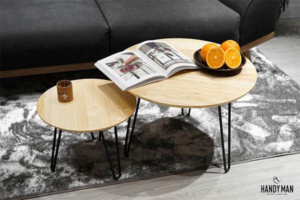Trong danh sách bàn trà gỗ giá rẻ Hà Nội, mẫu bàn trà này được làm từ gỗ cao su nâu sáng