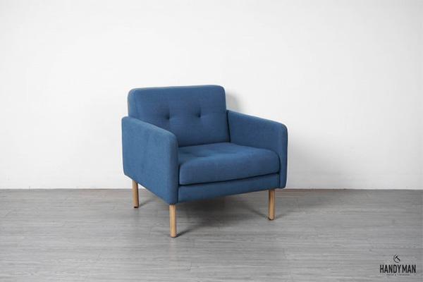 Ghế sofa đơn Orphan với chất liệu khung ghế bằng gỗ sồi