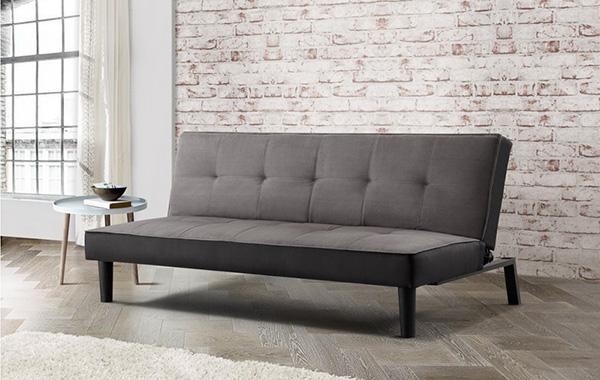 Mang sắc xám đơn giản nhưng tinh tế, chiếc sofa đơn mang lại cho tổng thể căn phòng sự nổi bật