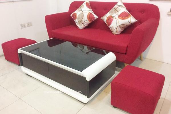 Chiếc ghế sofa gỗ sang trọng, với chất liệu nệm mút D40