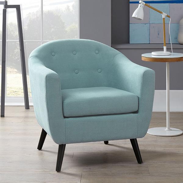 Một chiếc ghế sofa đơn tinh tế và đơn giản với màu xanh nhẹ nhàng