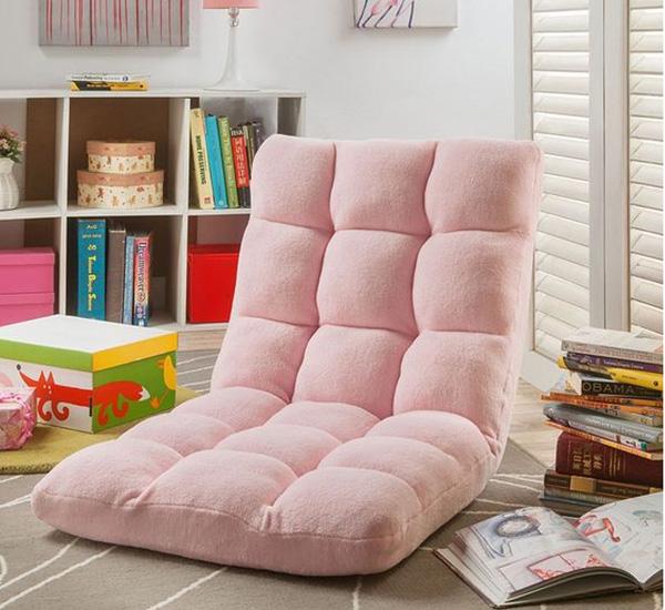 Chiếc ghế gọn nhẹ và dễ dàng di chuyển để bạn có thể đặt ở bất cứ góc nào của căn phòng.